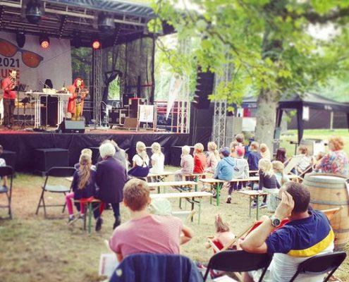 Hazel live auf der Bühne